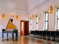 Flügel im Konzertsaal