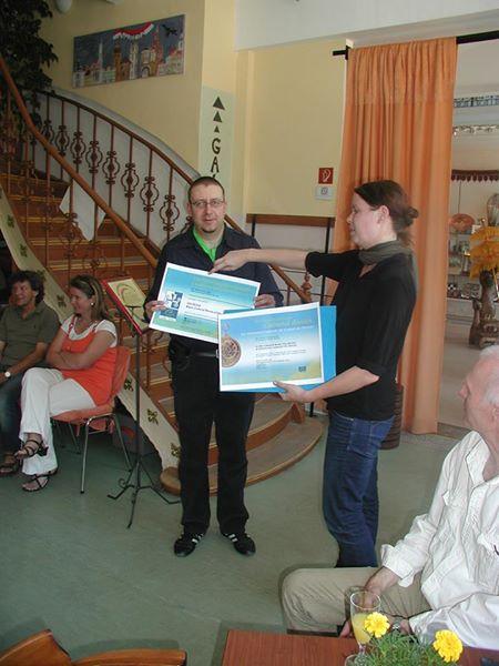 Übergabe der Urkunde über die Mitgliedschaft im Netzwerk VIA REGIA – Kulturroute des Europarates an den Verein VIA REGIA Begegnungsraum – Landesverband Sachsen im Juni 2011 in Görlitz