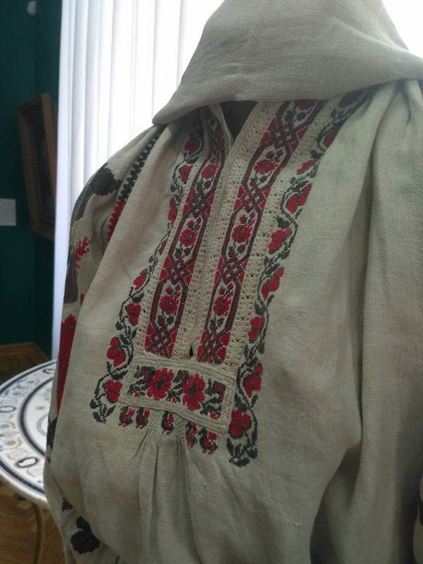 Ausstellung mit traditioneller Stickerei im Landeskundemuseum