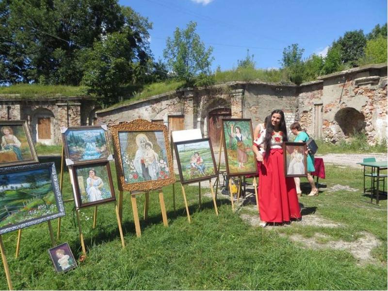 Die Teilnehmer präsentierten zeitgenössische Kunst und traditionelles Handwerk.