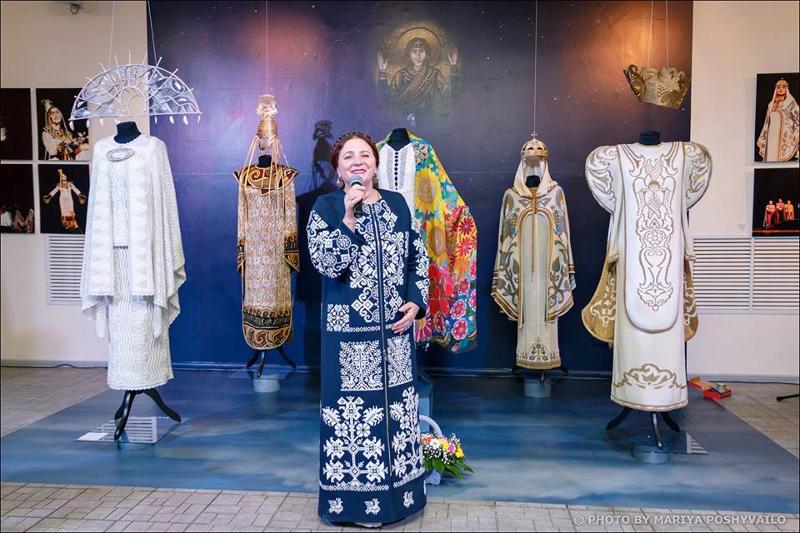 Sammlung persönlicher Gegenstände der Sängerin Nina Matwijenko im Iwan-Hontschar-Museum ausgestellt