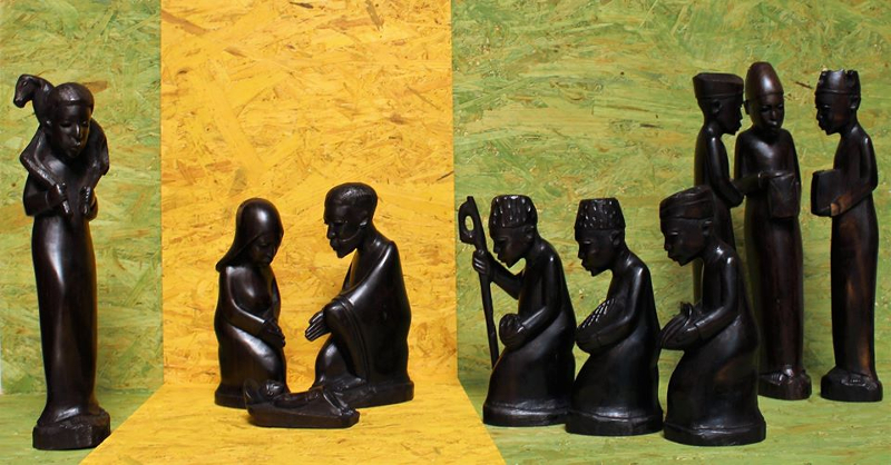 """Krippen aus Tansania und Hawaii, """"Weihnacht 1945: Vertreibung auf dem Weg in die neue, unbekannte Heimat"""", Keramikkrippe aus Peru"""