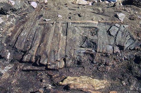 Holzbohlenweg aus dem 9. Jahrhundert