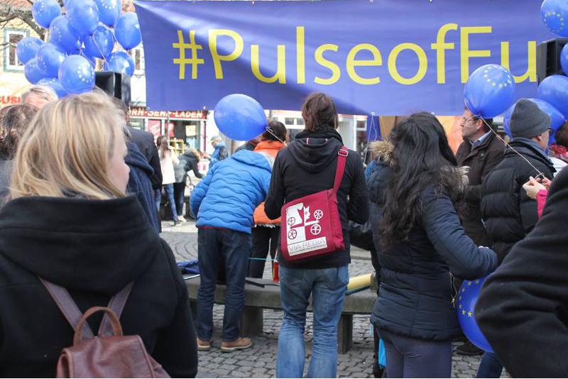 """Pulse of Europe-Aktion an der historischen VIA REGIA – auf dem Erfurter Wenigemarkt – am 5. März 2016, """"VIA REGIA – Kulturroute des Europarates"""" war selbstverständlich auch dabei."""