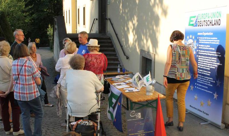 """Informationsstand der Europaunion Fulda–Hünfeld zur Jubiläumsveranstaltung """"VIA REGIA – 10 Jahre Kulturroute des Europarates"""""""