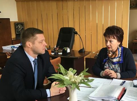 In einem ersten Gespräch zwischen Museumsdirektor Олександр Булига und der Bürgermeisterin für Kultur Svetlana Bogartychuk