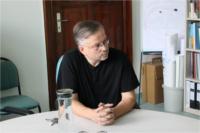 Dr. Michael Wieler am schreibtisch