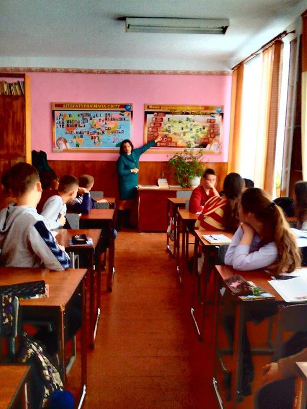 Die Bibliothekarin des Landeskundemuseums in Brody, Natalia Hanakowa, erzählte Studenten über die Aufenthalte von Honoré de Balzac in der Stadt.
